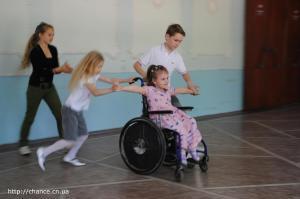 фото 02 танцы на инвалидных колясках