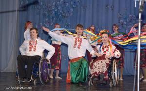 фото 08 танцы на инвалидных колясках